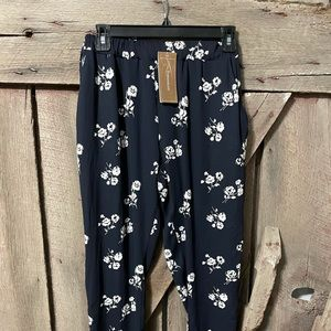 {NWT} Honey Punch Navy + Cream Floral Silky Pants